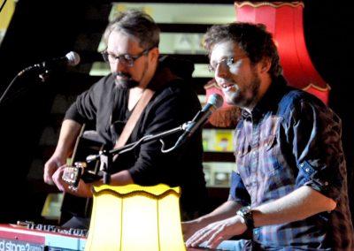 09.Simon Becker, Sänger und Songwriter, mit seinem 09.Simon Becker, Sänger und Songwriter, mit seinem musikalischen Partner Mitch